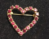 Sweet little heart pin in red rhinestones vintage 70s or 80s