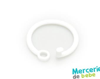 Grip or hook for baby toy - white