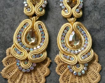 Gold earrings with Torchon
