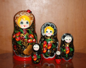 Matryoshka dolls. Russian Nesting Dolls. Set of 5. Russian doll. Author's work. Hand-carved wood. Hand painted.Russian souvenir.Russian toy.
