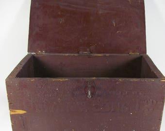 Coffre d'outils en bois / Wooden toolbox