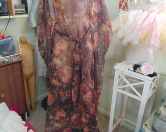 Stunning Roses Chiffon 1970s Hostess/Tea Gown Boho Pagan Hippy sz 10-12