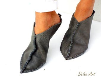 Leather slippers. Gray handmade leather Moroccan shoes, one piece nature leather slip on shoes, new Delos Art design slippers