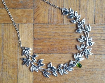 Double leaves necklace