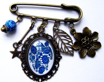 Blue retro with leaf and flower pin