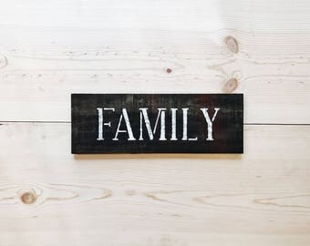 Rustic 'Family' Sign / Farmhouse Decor / Rustic Wall Decor / Housewarming Gift / Pallet Wood Sign