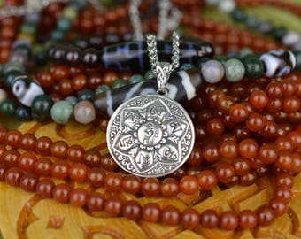 Buddhist Mantra Handmade Pendant. Avalokiteshvara. Om mani padme hum. Tibetan mantra. Chenrezi. Dzogchen. Lotus. Vajrayana. Buddhism. Buddha
