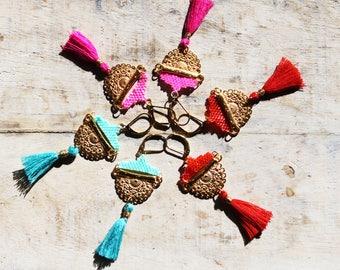 Boucles d'oreilles ethniques, Boucles d'oreilles perles tissées, boucles d'oreille pendantes, boucles d'oreilles pompon, boucles dorées