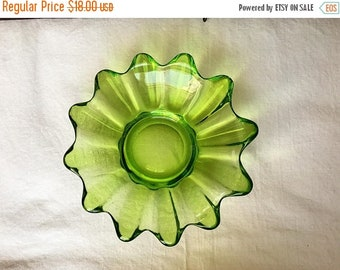 SPRING SALE Flower Petal Dish ~ Green Glass ~ Trinket Bowl ~ Jewelry Dish ~ Vintage