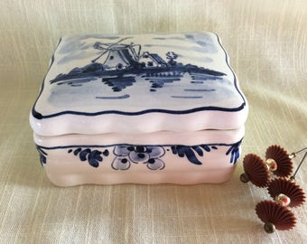 Vintage Delft Blue hand painted ceramic container vanity storage display trinket box collectible