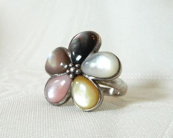 Vintage Retro Sterling and Acrylic Flower Power Daisy Flower Ring