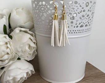 White suede and Silvia gold earrings
