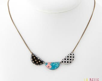short necklace triple medallions pattern black and white graphic and floral blue