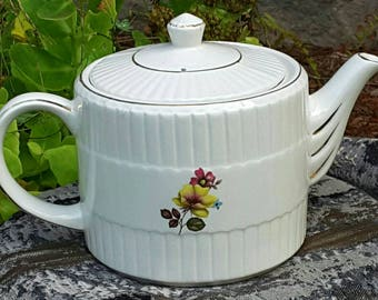 1940s Ellgreave teapot T86 by Woods and Sons England