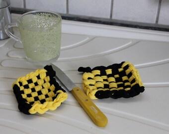 Two Tawashis 束子 (washable sponges) black and yellow