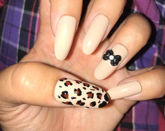 Cheetah bow nails