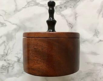 Elegant box in solid mahogany
