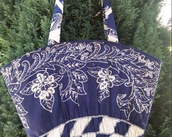 Tote/handbag retro hand/bag flared women Navy Blue with arabesque beige closes with zip