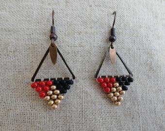 Dangle earrings woven black/gold matte/red
