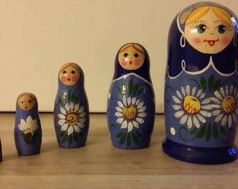 Matryoshka doll Russian 5 pieces or classic flowers
