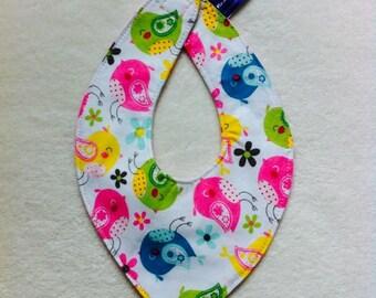 Baberos motivo pajarito, prácticos con diseños originales para bebés y niñas.