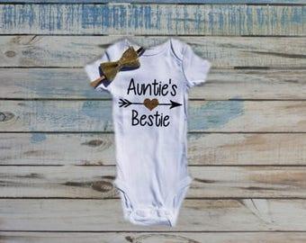 Auntie's Bestie bodysuit, Best Aunt bodysuit, Baby Shower gift