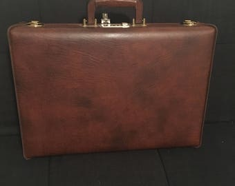 Vintage Airway brand brown faux leather briefcase!