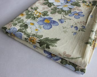Floral poly-cotton, cream background, hemmed selvedges.