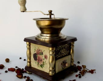 Coffee grinder Manual grinder Coffee gift Flower vintage Shabby Chic decor Vintage coffee mill Wooden grinder Old coffee mill Vintage roses
