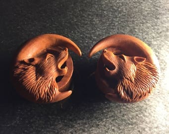 Hand Carved Wolf Tunnels Plugs   Sawo Wood   6mm-25mm   1 Pair  