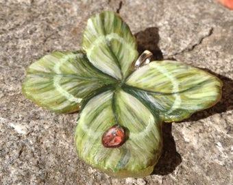 Grande quadrifoglio portafortuna, Big leaf clover good luck charm