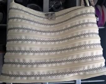 bag zipper fully zipped