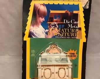 1981 Durham Industries Die Cast Metal Miniature Hand Painted Dollhouse Furniture - Bathroom Sink / Vanity - In Original Package