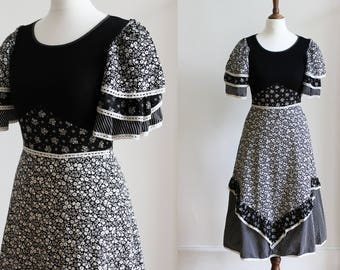 Vintage 90s does 70s Black White Ditsy Floral Prairie Patchwork Tiered Cotton Midi Dress Boho Hippie UK 6