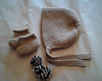100% Merino Wool Hand knitted baby bonnet and crib shoes / Homecoming Baby / Baby Hat / Baby Booties / MADE TO ORDER