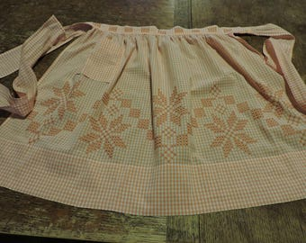 VIntage Gingham Apron, Vintage Peach Gingham Apron with Hand Cross Stitch Pattern, Cross-sttched Peach Gingham Half Apron with Pocket
