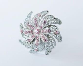 Vintage jewellery. Vintage brooch. Flower brooch. Pink brooch. Crystal brooch. Silver tone brooch. Vintage jewelry. Retro brooch.