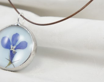 Pendant with dried flowers