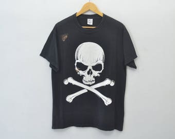 "FASHION VICTIM Distressed Shirt Vintage 90's Fashion Victim 1991 Danger""Skull & Crossbones"" Tee T Shirt Size M"