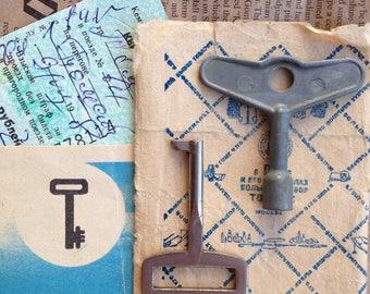 Key set of 2. Vintage silver colored 2 metal keys. Steampunk gift