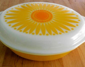 Pyrex Daisy Pattern  Vintage 1960s Casserole Dish  with lid Shipping included