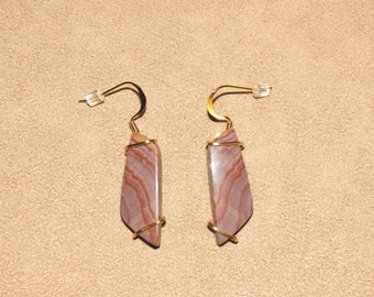 282 Hickoryite agate gold single wire earrings