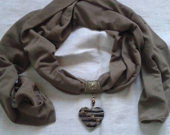 khaki scarf and its Brown heart jewel