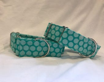 Polkadotted teal