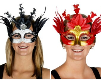 Queen of Hearts Feather Mask