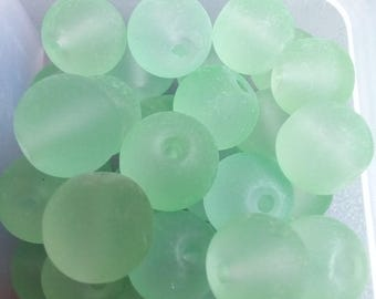 28 pearls round 8mm light green frosted glass