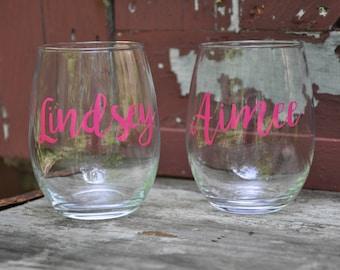 Set of 4 / Personalized Wine Glasses / Bachelorette Party / Bridal Party Wine Glasses / Wine Glass / Bridesmaid Gift / Wedding Wine Glasses