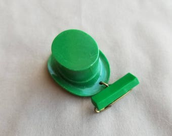 Vintage green celluloid plastic Irish leprechaun hat pin brooch