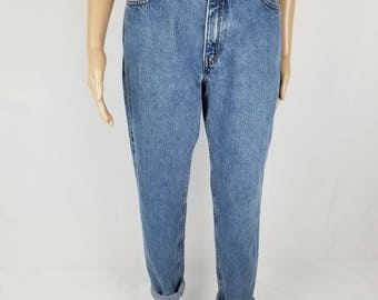Awesome Fit Vintage Highwaisted Mom Jeans, Medium Light Wash Jeans//Women's size 27