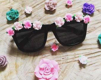 lunettes de soleil hippie fleurs